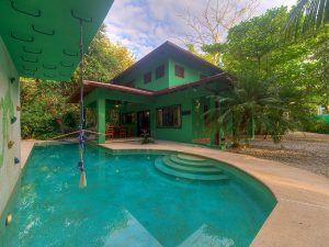 Beautiful 3 Bedroom House with Pool – Walking Distance to the Beach!