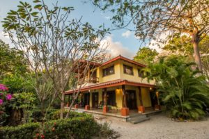 Casa Libelula – A Tropical Style Beach Front House in North Guiones