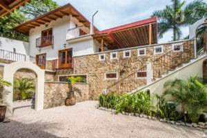 Mediterranean Style Compound in K Section – 3 Minute Walk to the Beach