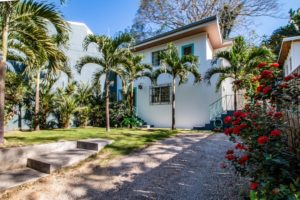 North Guiones Gem – Modern 3 Bedroom Home, Private Yard, Walk to Surf