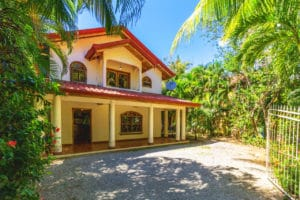 Jungle Villa – 2 Min Walk to the Beach – Room to Expand